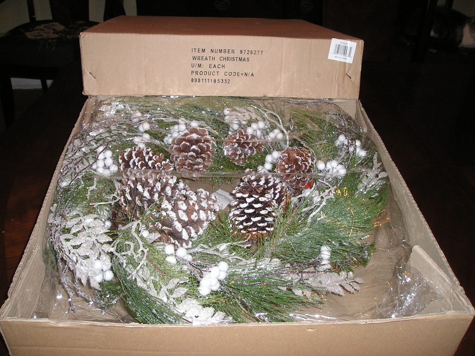 White Christmas Wreath Green with Snow Frosted Pine Cones 27